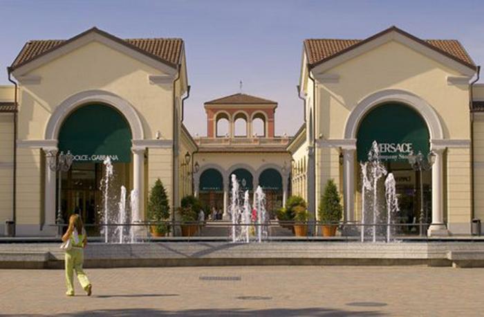 Аутлет SERRAVALLE - самый большой коммерческий центр-город в Италии